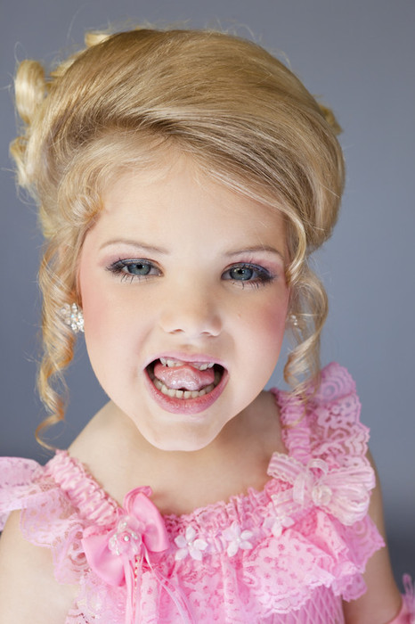 Child Beauty Pageants Fake Teeth